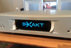 ヘッドユニットのAK EXAKT DSMはシルバーでした。